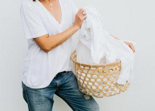 como tirar mancha de roupa branca