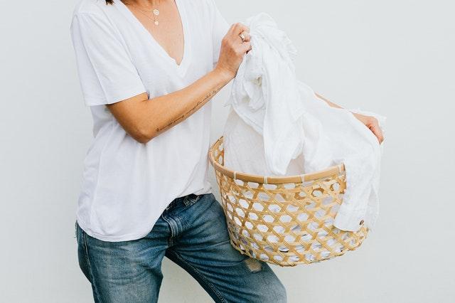 Como tirar mancha de roupa branca: melhores dicas